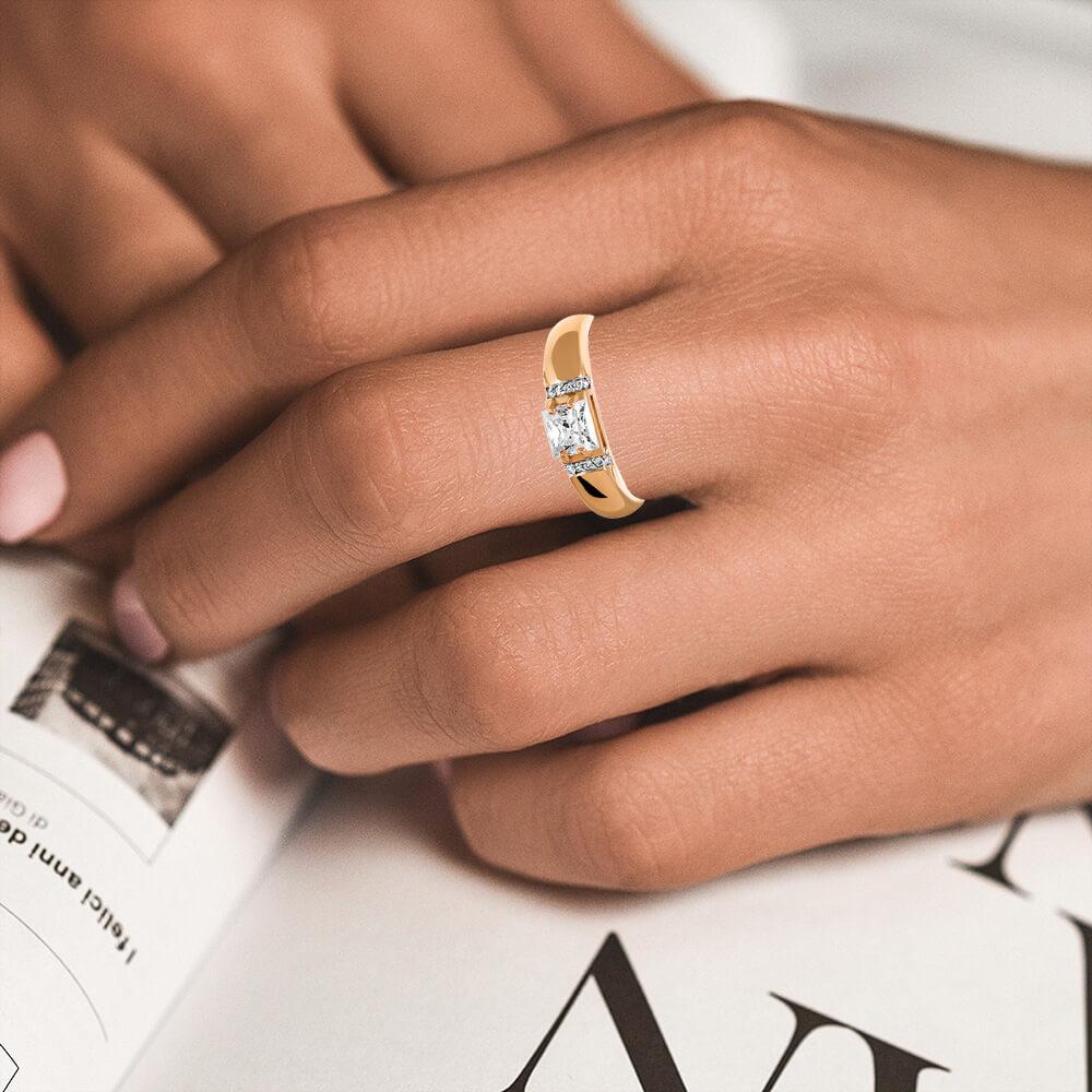 Кольцо с кристаллами SWAROVSKI из золота